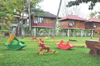 Palm Grove Holidays, Kottayam