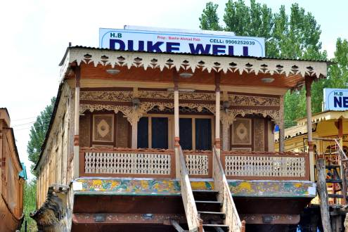 Duke Well Houseboat