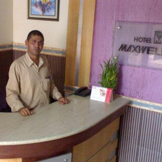 Hotel Maxwell Cum Holiday Homes (uttan)