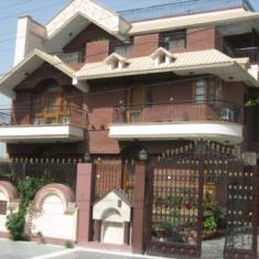 Madhuban(bed And Breakfast)