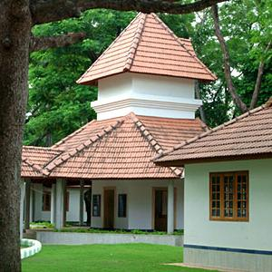 Thanneermukkom Ayurvedic Lake Resort (KTDC)