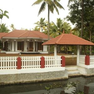 Coconut Creek (homestay)