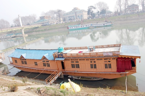 Young Snow View Houseboat