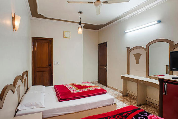 Yatri International Guest House, Arakashan Road, Triple Bed Non AC