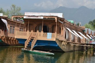 New Maharaja Palace Group Of Houseboat's