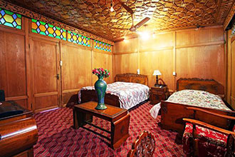 Royal Dandoo Palace of Houseboat