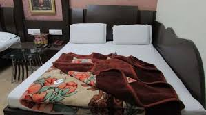 Yatri International Guest House, Arakashan Road, Triple Bed AC