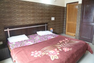 New Thakur Guest House